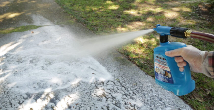 Clean concrete surfaces with Wet & Forget Outdoor