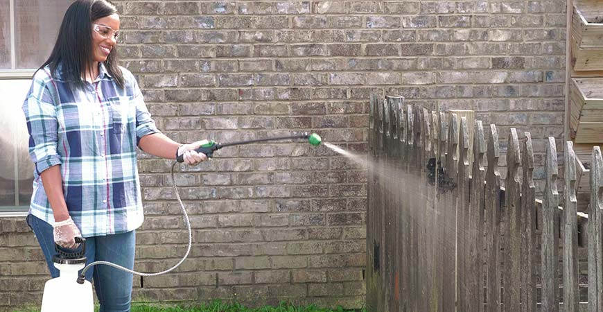 Cleaning fence with Wet & Forget Outdoor.
